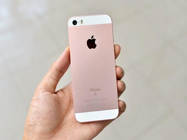 Congngheaz.org- iPhone SE hiện đang được mở bán lại trên cửa hàng trực tuyến của Apple, liệt kê trong danh sách hàng xả tồn kho với mức giá khá hấp dẫn.