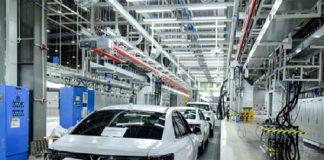 VinFast vận chuyển 155 xe Lux sang các nước khác kiểm thử