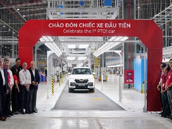 VinFast hoàn thành sản xuất chiếc xe Lux SUV đầu tiên